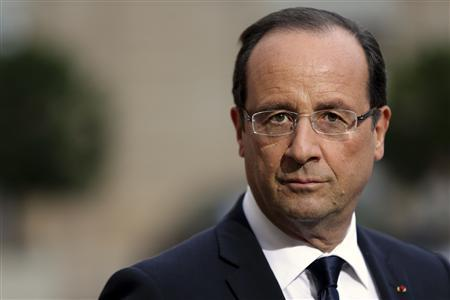 French President Francois Hollande attends a news conference with Croatian President Ivo Josipovic at the Elysee Palace in Paris October 9, 2012. REUTERS/Philippe Wojazer