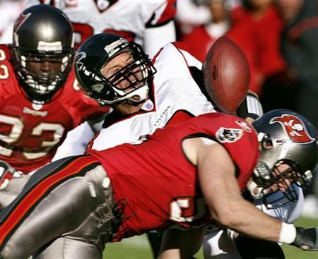 Tampa Bay Buccaneers linebacker Barrett Ruud knocks the ball loose from Atlanta Falcons quarterback Chris Redman during the second half of their NFL football game at Raymond James Stadium in Tampa, Florida December 16, 2007. REUTERS/Pierre CW DuCharme