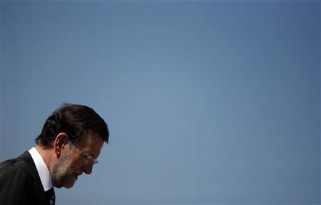 Spain's Prime Minister Mariano Rajoy looks down as he attends a ceremony at Torrejon's air base, near Madrid, October 9, 2012. REUTERS/Sergio Perez