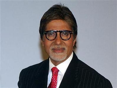 Bollywood actor Amitabh Bachchan poses for a picture in Mumbai October 10, 2009. REUTERS/Manav Manglani/Files