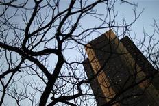 <p>Siège de la Banque centrale brésilienne, à Brasilia. La Banque centrale brésilienne a abaissé jeudi ses taux d'intérêt pour la dixième fois consécutive, cherchant ainsi à stimuler la sixième économie mondiale qui souffre des répercutions du ralentissement. /Photo d'archives/REUTERS/Ueslei Marcelino</p>