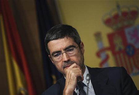 Spain's Secretary of State for the Economy and Support for Enterprises Fernando Jimenez Latorre gestures as he attends the presentation of a banking audit by consultancies Roland Berger and Oliver Wyman in Madrid June 21, 2012. REUTERS/Susana Vera