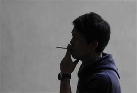 A man smokes a cigarette in Los Angeles, California, May 31, 2012. Californians will vote next week on Proposition 29, which would increase the tax on a pack of cigarettes by $1.00 .REUTERS/Jonathan Alcorn