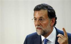 <p>Le président du gouvernement espagnol Mariano Rajoy. L'Espagne est prête à repousser tranquillement sa demande d'aide internationale pendant des semaines, voire des mois, en attendant la levée des obstacles politiques en Allemagne, ainsi que des précisions sur le plan de rachat d'obligations souveraines de la BCE, selon des analystes et des sources. /Photo prise le 2 octobre 2012/REUTERS/Juan Medina</p>