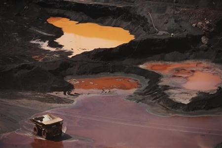 An overview of Ferro Carajas mine, the world's largest iron ore mine, operated by Brazil's Companhia Vale do Rio Doce, in the Carajas National Forest in Parauapebas, Para State, May 29, 2012. REUTERS/Lunae Parracho