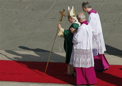 Pope Benedict XVI arrives to conduct mass to open the year of faith at the Vatican October 11, 2012 . REUTERS/Stefano Rellandini