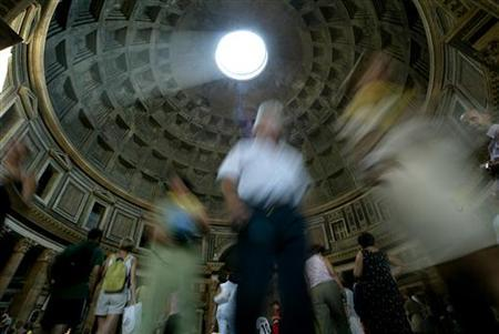 Tourists visit the Pantheon in Rome August 12, 2003. REUTERS/Tony Gentile/Files