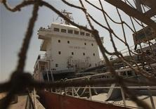 A ship docks at the Bandar Imam Khomeini port in Khuzestan province,1032 km (641 miles) southwest of Tehran, September 28, 2011. REUTERS/Raheb Homavandi