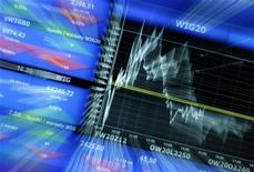 График индекса WIG20 на экране на Варшавской фондовой бирже, 3 октября 2012 года. Европейские акции снижаются и могут завершить неделю в минусе, но аналитики не ожидают резкого падения. REUTERS/Kacper Pempel