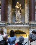 Tourists view the tomb of artist Raphael, which plays a part in novelist Dan Brown's book Angels & Demons, at the Pantheon in Rome May 1, 2009. REUTERS/Chris Helgren