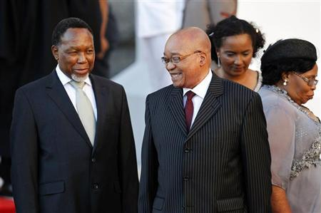 South African President Jacob Zuma (R) and Deputy President Kgalema Motlanthe arrive at Parliament before his State of the Nation address in Cape Town February 9, 2012. REUTERS/Nic Bothma/Pool