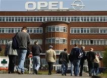 <p>PSA Peugeot Citroën et General Motors réfléchissent à une fusion de leurs activités européennes dans le cadre d'un renforcement de l'alliance annoncée en février, selon des sources au fait du dossier. /Photo prise le 28 mars 2012/REUTERS/Ina Fassbender</p>