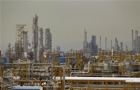 The Phase 4 and Phase 5 gas refineries are seen in Assalouyeh, 1,000 km (621 miles) south of Tehran, January 27, 2011. REUTERS/Caren Firouz