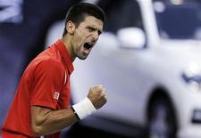 Novak Djokovic, da Sérvia, comemora após vencer o primeiro set contra Tomas Berdych, da República Tcheca, durante semifinal do torneio de tênis Xangai Masters. 13/10/2012 REUTERS/Aly Song
