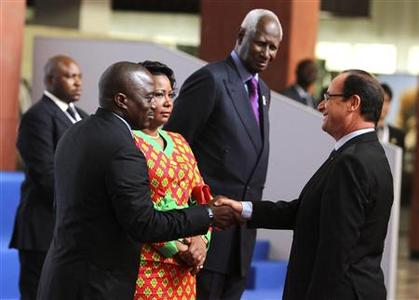 France's President Francois Hollande greets Democratic Republic of Congo President Joseph Kabila (L), as he arrives for the 14th annual Francophonie summit in Kinshasa October 13, 2012. First lady Olive Kabila (C) and Former Senegalese president and Francophone Organisation General Secretary Abdou Diouf looks on at the right. REUTERS/Noor Khamis