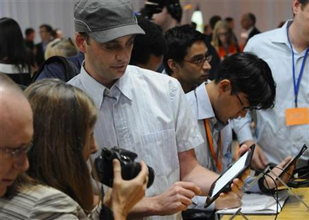 Journalists test out the new Kindle Fire HD 7'' during Amazon's Kindle Fire event in Santa Monica, California September 6, 2012. REUTERS/Gus Ruelas