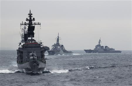 Japanese Maritime Self-Defense Force (MSDF) destroyer Kurama (L), which is carrying Japan's Prime Minister Yoshihiko Noda, leads the MSDF fleet during a naval fleet review at Sagami Bay, off Yokosuka, south of Tokyo October 14, 2012. REUTERS/Yuriko Nakao (JAPAN - Tags: POLITICS MILITARY)