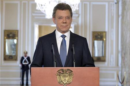 Colombia's President Juan Manuel Santos looks on during a national televised speech at presidential palace in Bogota September 4, 2012. REUTERS/Javier Casella/Presidency/Handout
