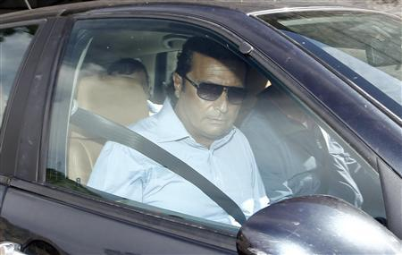 Francesco Schettino leaves for Grosseto, the city where his trial will start, in his hometown of Meta di Sorrento near Naples, October 14, 2012. REUTERS/Ciro de Luca (ITALY - Tags: DISASTER CRIME LAW TRANSPORT TRAVEL BUSINESS)
