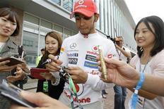 Piloto da McLaren Lewis Hamilton não tem mais esperanças de ser campeão após o resultado do GP da Coreia do Sul. 13/10/2012. REUTERS/Lee Jae-Won