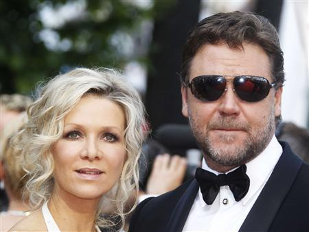 Cast member Russell Crowe and his wife Danielle Spencer arrive for the screening of ''Robin Hood'' by director Ridley Scott and for the opening ceremony of the 63rd Cannes Film Festival in this May 12, 2010 file photograph. Academy Award-winning actor Crowe has separated from his wife Spencer after nine years of marriage, Australian media reported on October 15, 2012. REUTERS/Eric Gaillard/Files