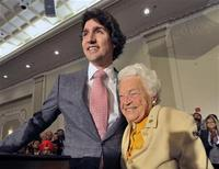 Liberal Party leadership candidate Justin Trudeau stands on stage with Mississauga mayor Hazel McCallion during a rally in Mississauga, October 4, 2012. REUTERS/Mike Cassese