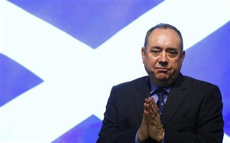 Scotland First Minister Alex Salmond gestures during a news conference on a referendum of independence for Scotland, at St Andrew's House in Edinburgh, Scotland October 15, 2012. REUTERS/David Moir