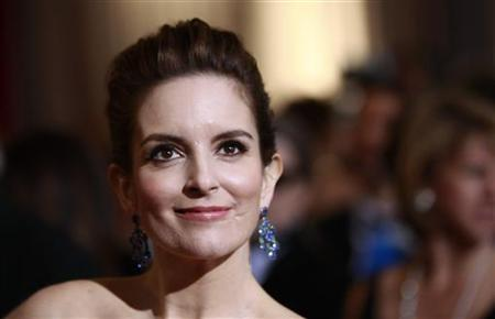Actress Tina Fey arrives at the 84th Academy Awards in Hollywood, California, February 26, 2012. REUTERS/Lucas Jackson (UNITED STATES)