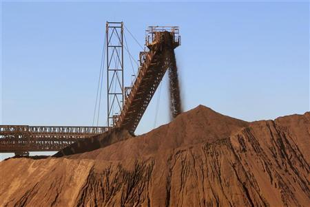 Iron ore is loaded into a pile at Fortescue Metals Cloudbreak iron ore mine, about 250km (155 miles) southeast of Port Hedland in Western Australia state, July 25, 2011. REUTERS/Morag MacKinnon