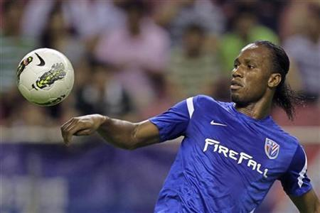 Shanghai Shenhua's striker Didier Drogba controls the ball during the Chinese Super League match against Hangzhou green town at the Shanghai Hongkou Stadium in Shanghai August 4, 2012. REUTERS/Aly Song/Files