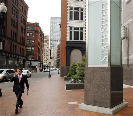 A pedestrian walks past the headquarters of State Street Bank in Boston, Massachusetts May 18, 2009. REUTERS/Brian Snyder
