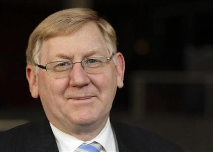 Martin Ferguson, Australia's minister for Resources, Energy and Tourism, poses for a photo after an interview at the Australian High Commission in Singapore October 16, 2012. REUTERS/Tim Chong