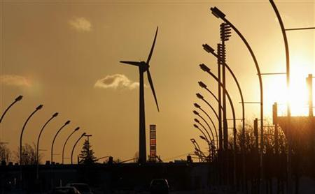 A wind turbine feeds renewable electricity into the Ontario grid at the CNE grounds in Toronto February 18, 2007. Photo taken February 18, 2007. REUTERS/J.P. Moczulski