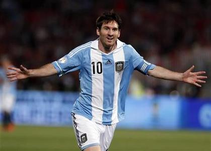 Argentina's Lionel Messi celebrates after he scored his team's first goal against Chile during the 2014 World Cup qualifying soccer match in Santiago, October 16, 2012. REUTERS/Ivan Alvarado