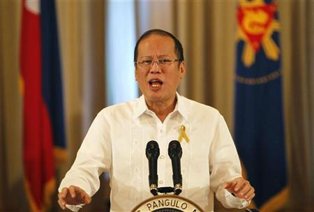 Philippine President Benigno Aquino gestures during his speech on national television at the Malacanang palace in Manila October 7, 2012. REUTERS/Cheryl Ravelo