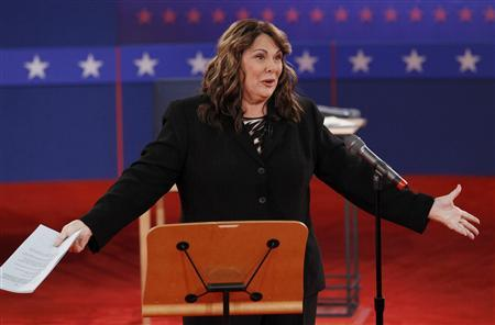 Debate moderator Candy Crowley speaks to the audience before the start of the second U.S. presidential campaign debate between Republican presidential nominee Mitt Romney and President Barack Obama in Hempstead, New York, October 16, 2012. REUTERS/Jim Young