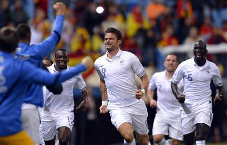 France's Olivier Giroud (C) celebrates with teammates after scoring a goal against Spain during their 2014 World Cup qualifying soccer match at Vicente Calderon stadium in Madrid, October 16, 2012. REUTERS/Felix Ordonez