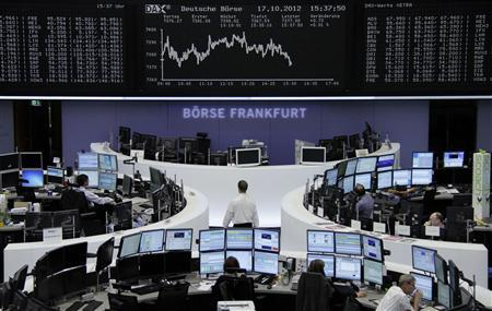 Traders are pictured at their desks in front of the DAX board at the Frankfurt stock exchange October 17, 2012. REUTERS/Remote/Marte Kiessling