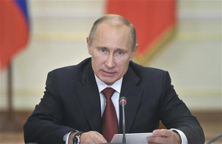 Russian President Vladimir Putin chairs a meeting of the commission on military-technical cooperation of Russia with foreign states at the Novo-Ogaryovo residence outside Moscow, October 17, 2012. REUTERS/Aleksey Nikolskyi/RIA Novosti/Pool