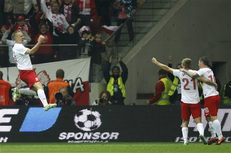Poland's Kamil Glik (L) celebrates his equalising goal against England during their World Cup 2014 qualifying soccer match at the National Stadium in Warsaw October 17, 2012. REUTERS/Kacper Pempel