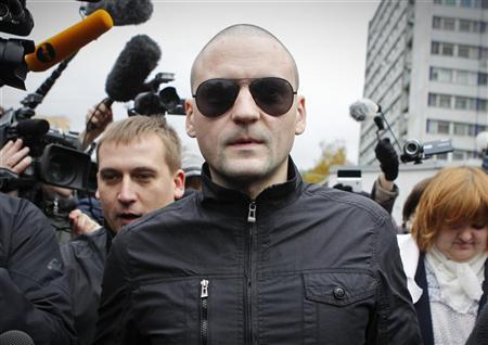 Left Front opposition movement leader Sergei Udaltsov (C) arrives at the the Investigative Committee in Moscow October 11, 2012. REUTERS/Maxim Shemetov