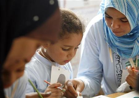 Students participate in an arts and crafts lesson at a school in the town of Abu Homous in the district of Damanhour, 165km northwest of Cairo, August 15, 2007. REUTERS/Tara Todras-Whitehill/Files