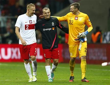 Poland's goalkeeper Przemyslaw Tyton (R) and Kamil Glik (L) react after the World Cup 2014 qualifying soccer match against England at the National Stadium in Warsaw October 17, 2012. REUTERS/Darren Staples