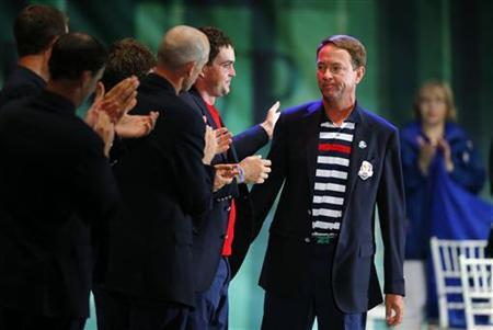 Team U.S. captain Davis Love III is applauded by his team following his speech during the closing ceremony of the 39th Ryder Cup at the Medinah Country Club in Medinah, Illinois, September 30, 2012. REUTERS/Mike Blake/Files
