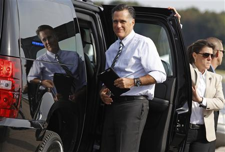 U.S. Republican presidential nominee and former Massachusetts Governor Mitt Romney boards his campaign plane in Norfolk, Virginia, October 17, 2012. REUTERS/Jim Young
