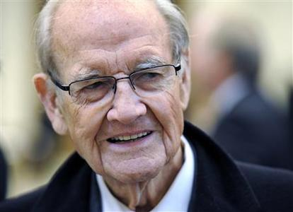 Former Democratic presidential nominee U.S. Senator George McGovern (D-SD) arrives for the funeral mass for Sargent Shriver in Potomac, in this January 22, 2011 file photo. REUTERS/Cliff Owen/Pool/Files