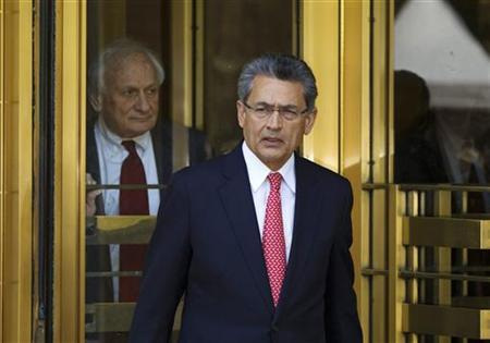 Former Goldman Sachs Group Inc board member Rajat Gupta (R) leaves Manhattan Federal Court with his lawyer, Gary Naftalis, following a guilty verdict in New York June 15, 2012. REUTERS/Lucas Jackson/Files