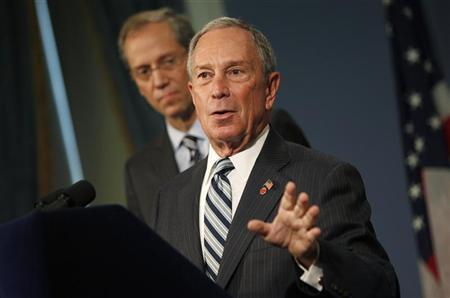 New York City Mayor Michael Bloomberg (R) speaks alongside New York City Health Commissioner Thomas A. Farley at a news conference in New York, September 13, 2012, after the mayoral-appointed city health board voted 8-0 to outlaw sugary drinks larger than 16 ounces nearly everywhere they are sold in New York. REUTERS/Mike Segar