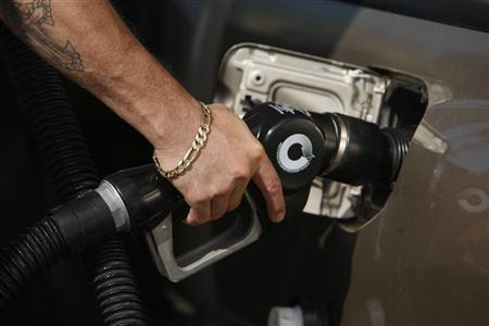 A man fills his truck up with gas at a gas station in Santa Monica, California, May 28, 2008. REUTERS/Lucy Nicholson