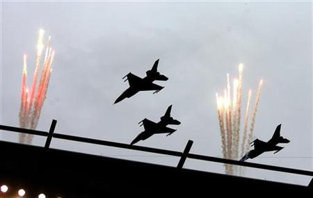 Three F-16 fighter jets conduct a fly-over before the start of the NFL football game between Green Bay Packers and Philadelphia Eagles in Philadelphia, Pennsylvania, September 12, 2010. REUTERS/Tim Shaffer/Files